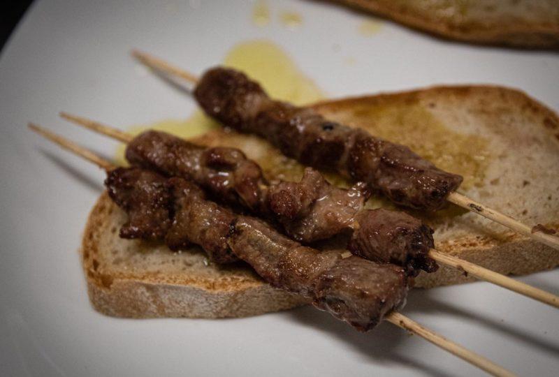 Arrosticini fatti a mano di carne selezionata